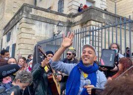HK et les Saltimbanques à l'invitation de la La Carmagnole pour une performance musicale revendicative à Montpellier